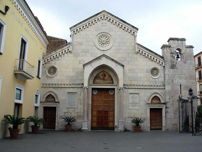 Saints Philip and James: Sorrento tour guide