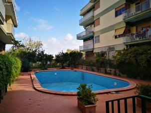 apartments in sorrento italy with pool: dellamurahouse