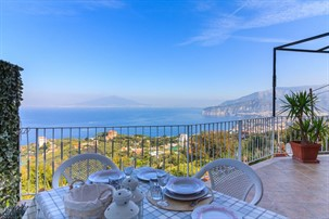 best places to stay near sorrento: dellamurahouse